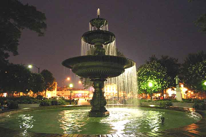 Marietta-Square-By-Night014.jpg
