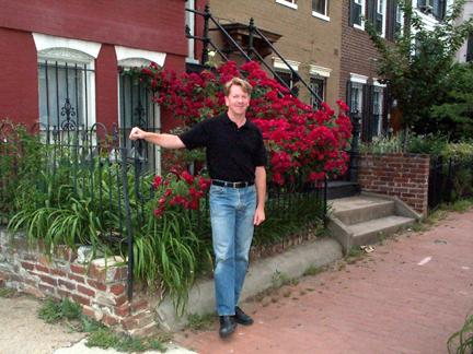Randy In The Rose Garden.jpg (27669 bytes)